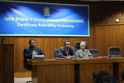 Certificate distribution ceremony for graduates of Round-36