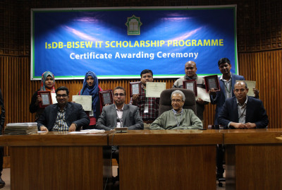 certificate-distribution-ceremony-for-graduates-of-round-36